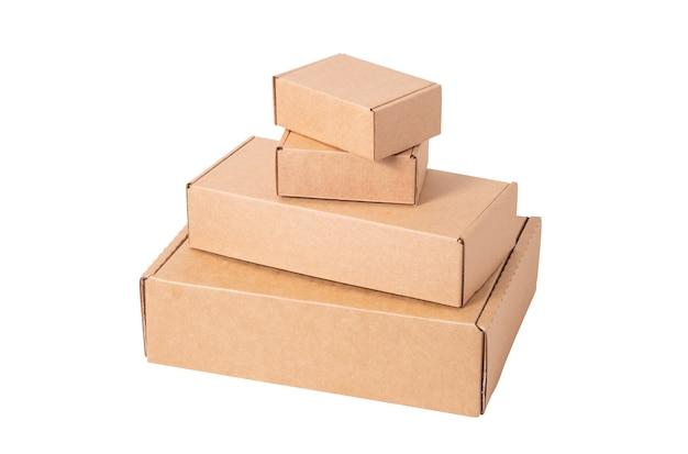 Scatola di cartone marrone isolata