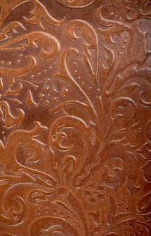 Libro in pelle marrone o copertina di giornale con un ornamento floreale decorativo