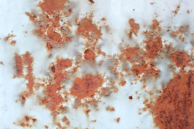 Ruggine marrone sulla superficie del metallo