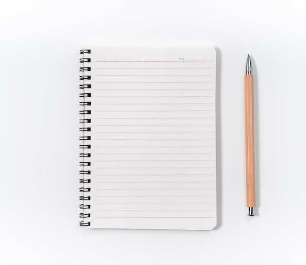 Quaderno a spirale marrone isolato su sfondo bianco.vista dall'alto