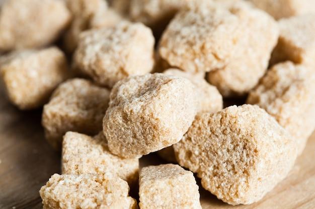 Zucchero di canna, primo piano naturale dei cubi