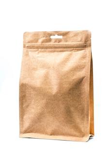 Set di sacchetti di carta testurizzati marrone isolato su sfondo bianco