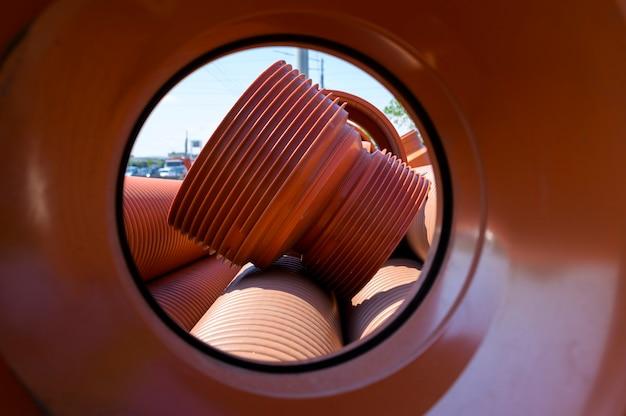Tubo dell'acqua in pvc ondulato in pvc marrone per sistema idrico urbano e fognatura