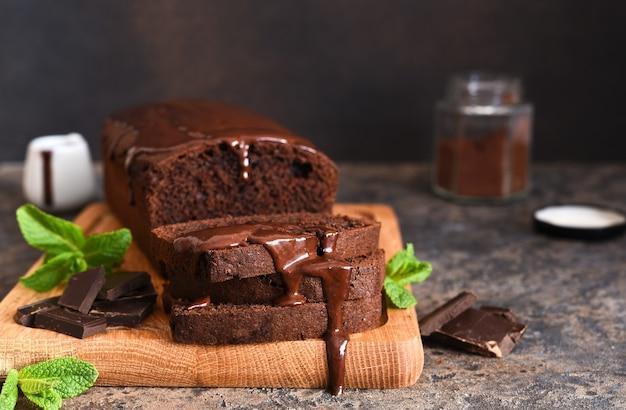 Dessert brownie con salsa di menta e cioccolato