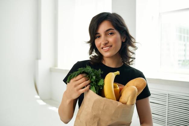 Pacchetto di cibo bruna a casa consegna di cibo sano
