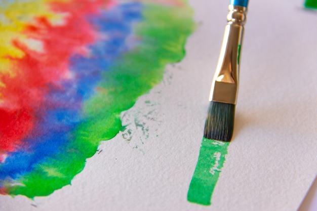 Pittura a pennello con inchiostro cinese verde.