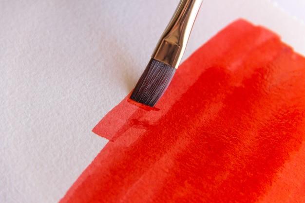 Pittura a pennello con inchiostro cinese rosso.