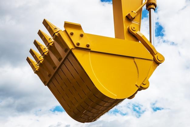 Benna escavatore giallo