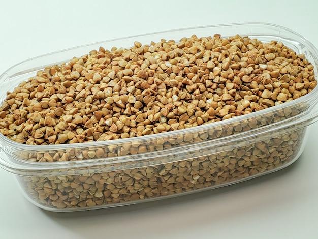Le scorte di grano saraceno sono pronte per la quarantena a causa della pandemia di coronavirus, covid-19