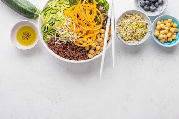 Insalata di buddha con verdure fresche