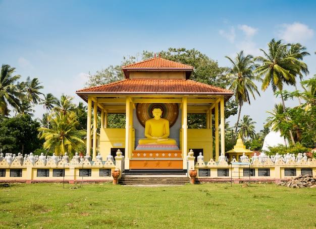 Tempio del buddha in sri lanka, ceylon. cultura asiatica