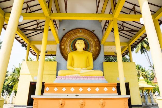 Tempio del buddha in sri lanka, ceylon