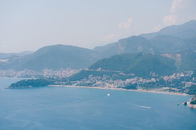Costa di budvan in montenegro costa delle città di rafaelovici e beechichi long beach