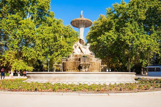 Il parco del buen retiro è uno dei parchi più grandi della città di madrid, in spagna. madrid è la capitale della spagna.