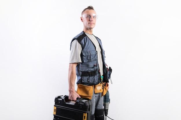 Builder con strumenti in casi. in casco e occhiali, e scarico. per qualsiasi scopo.