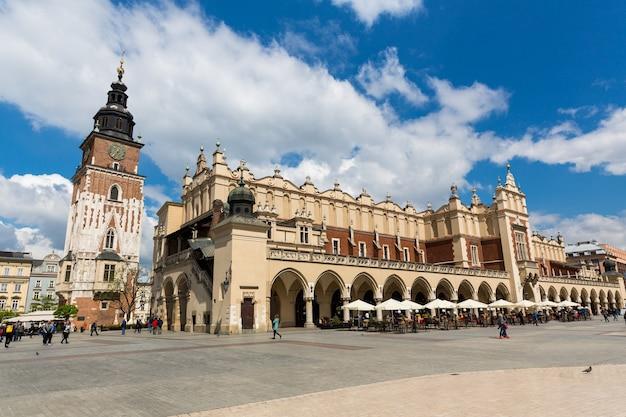 Edificio dell'antico bazar sulla piazza del mercato, cracovia, in polonia.