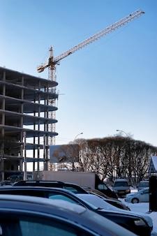 Gru per costruzioni edili inverno