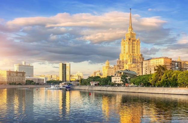 L'edificio dell'ex hotel ucraina