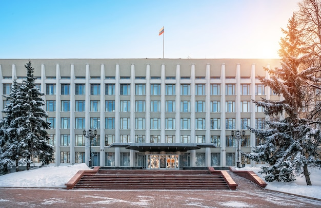 L'edificio del governo dell'oblast nel cremlino di nizhny novgorod