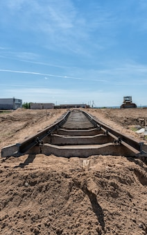Costruire una ferrovia in una giornata di sole