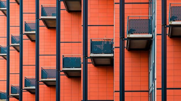 Edificio con molti balconi, motivo della facciata di un edificio, balconi