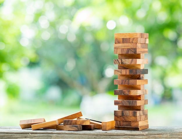 Costruire blocchi di legno, piano e strategia