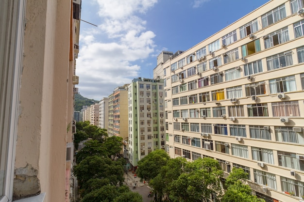 Edifici nel quartiere di copacabana a rio de janeiro in brasile.