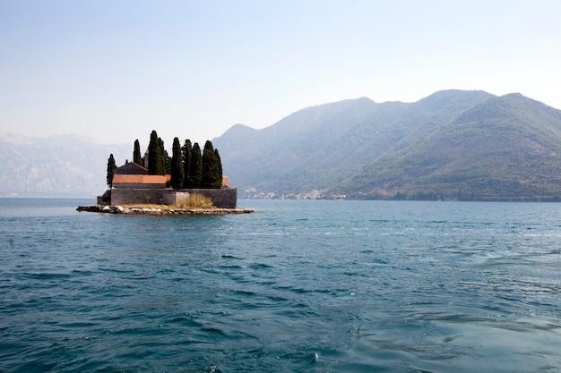 - gli edifici situati nel territorio del mare che è vicino alla costa di