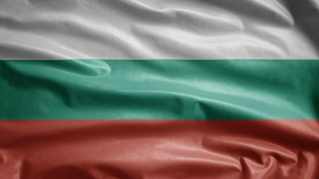 Bandiera bulgara che fluttua nel vento
