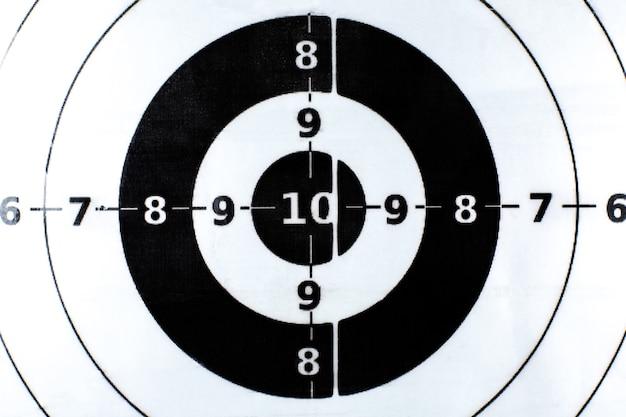 Bullseye è un obiettivo di affari. concetto di successo. obiettivo con i numeri. avvicinamento.