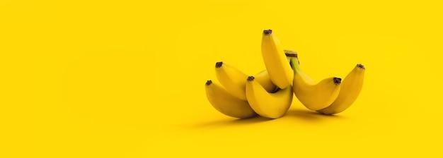 Mazzo di banane sullo spazio giallo