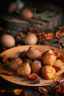 Bunuelos de viento - pasticceria fritta dolce tradizionale colombiana. ciambella di pasqua spagnola