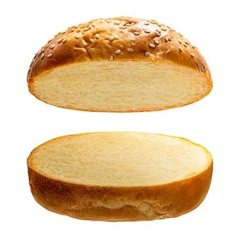 Pane dell'hamburger su bianco