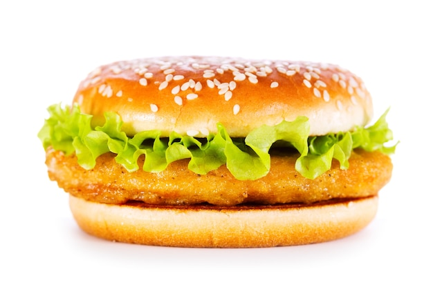 Hamburger con pollo isolato su bianco