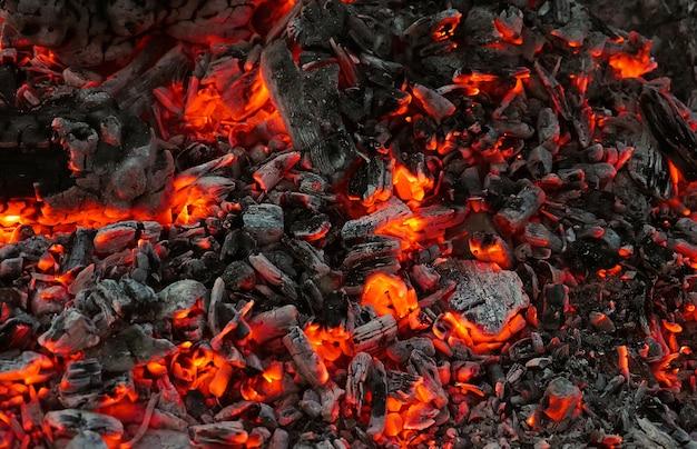 Carbone ardente in sottofondo