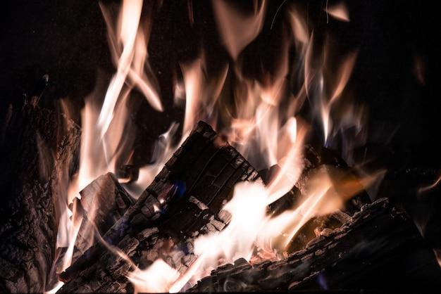 Fiamma ardente, primo piano del fuoco