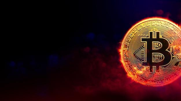 Moneta dorata bruciante del bitcoin nel concetto rosso della criptovaluta del fondo del fumo