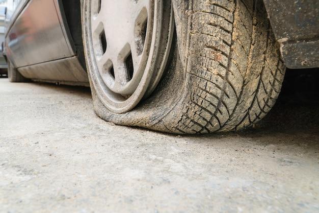 Scoppio di pneumatici per auto