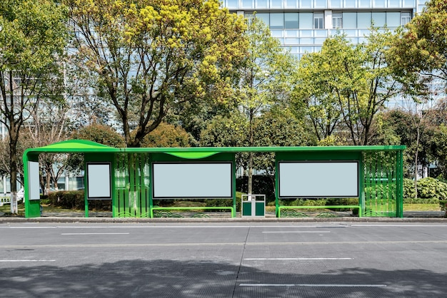 Scatola luminosa pubblicitaria per capannone della stazione degli autobus