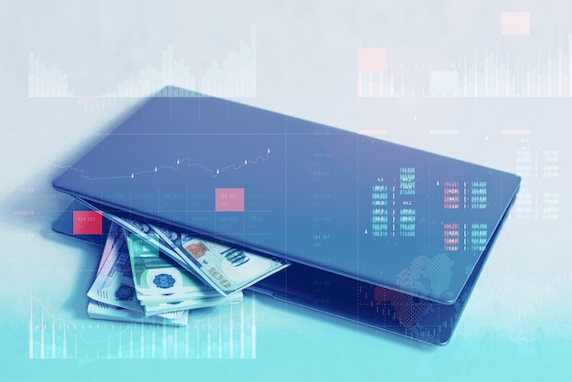 Analisi aziendale con il concetto di dashboard degli indicatori chiave di prestazione. lavoro online e concetto di investimento. computer portatile con un fascio di banconote in dollari e in euro su sfondo bianco.