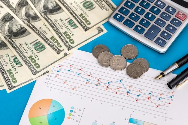 Grafico di affari con penna, calcolatrice e dollaro