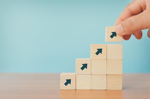 Concetto di affari del percorso di carriera della scala e processo di successo di crescita