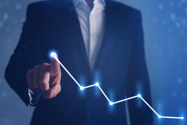 Sviluppo aziendale per il successo, profitto e piano di crescita in crescita. imprenditore dito puntato freccia grafico.
