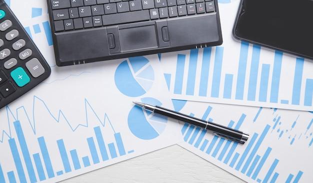Grafici aziendali e oggetti aziendali.