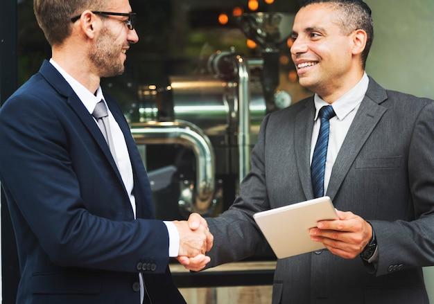 Concetto di affare di successo della stretta di mano di affari