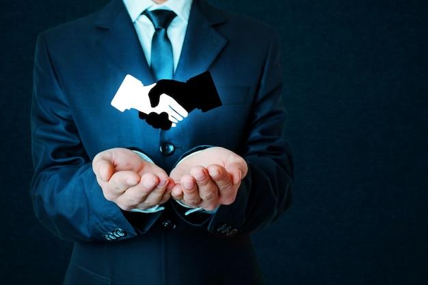 Simbolo della stretta di mano d'affari su sfondo blu scuro