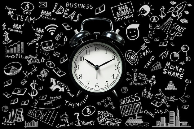 Idee di business.il tempo che scorre con la sveglia e gli scarabocchi aziendali impostano le idee.concetto di gestione