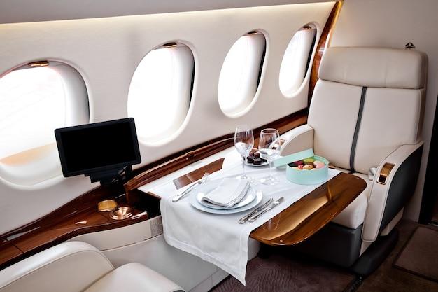 Interni di aeroplano business jet