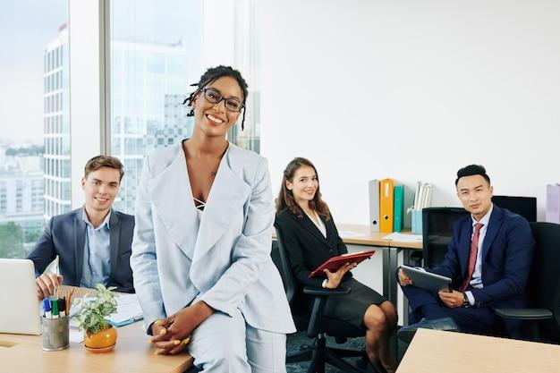 Signora d'affari e il suo team