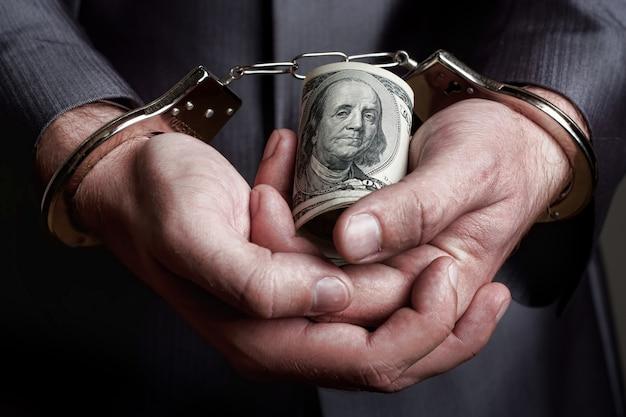 Uomo d'affari arrestato per tangente